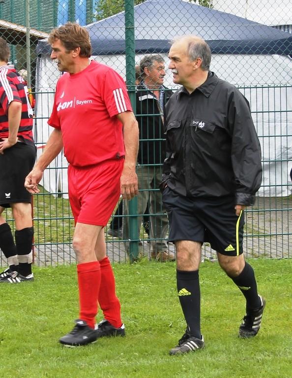 Roland Kulas und Schiri Martin Bernöcker