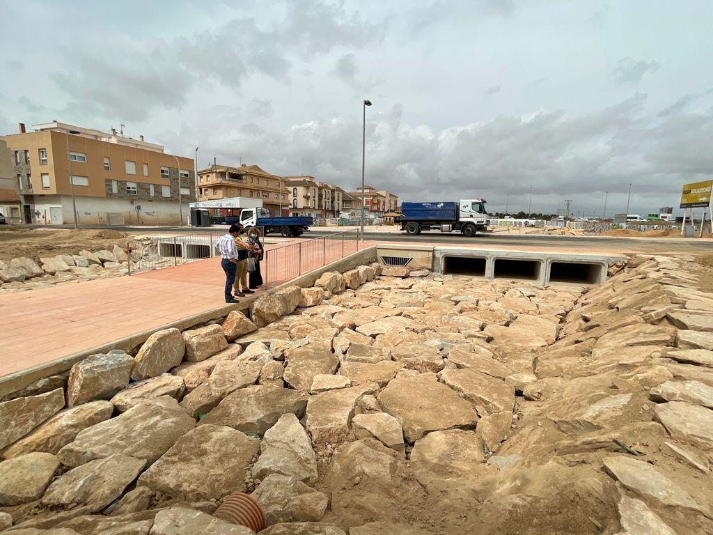 La obra de la rambla de Macodesa preparada para canalizar las avenidas de agua