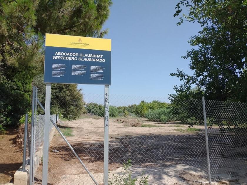 Han llegado a convertir algunas zonas de  Benimaclet en vertederos ilegales,  teniendo que vallar el Ayuntamiento algunas zonas para evitar un problema de salud.