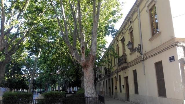 Plaza del  barrio de Campanar de la ciudad de València, antigua pedanía que a un conserva su esencia de pueblo.