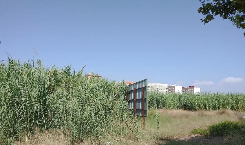 La Ronda Norte o carretera de circunvalación CV-30 de València bordea el barrio de Benimaclet y se puede ver  terrenos abandonados llenos de porquería y peligroso para la salud.