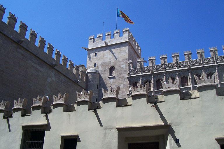 Si hay un edificio que simbolizo la pujanza y la riqueza del siglo XV valenciano, ese es la Lonja de la Seda.