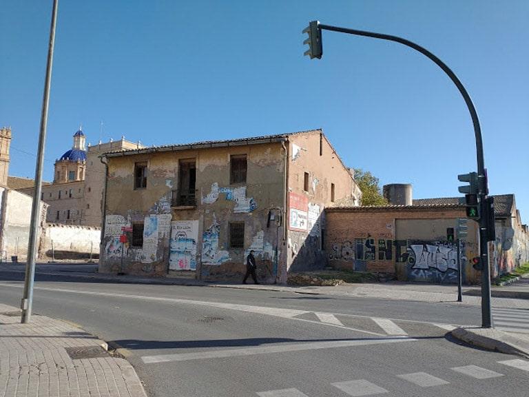 Casa abandonadas y en ruina alrededor del Monasterio de San Miguel de los Reyes en Valencia