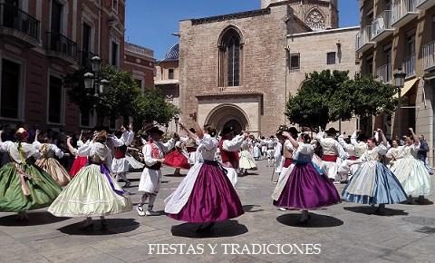 Aquí encontrarás una lista con todas las fiestas y tradiciones valencianas. Si te gustan las fiestas populares, La Comunidad Valenciana tiene muchas para ofrecerte.