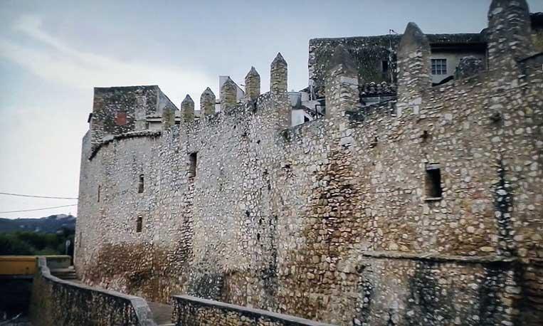 Castillo en el Maestrazgo (El Maestrat) en la provincia de Castelló (Comunidad Valenciana) primero de los Templarios y mas tarde del la Orden de Montesa.