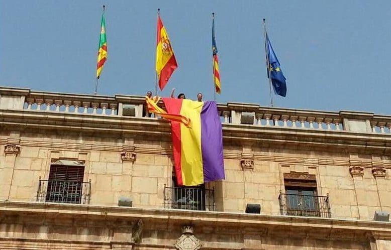Izquierda Unida (IU) ha registrado en el Congreso una propuesta para reformar la Ley de Banderas