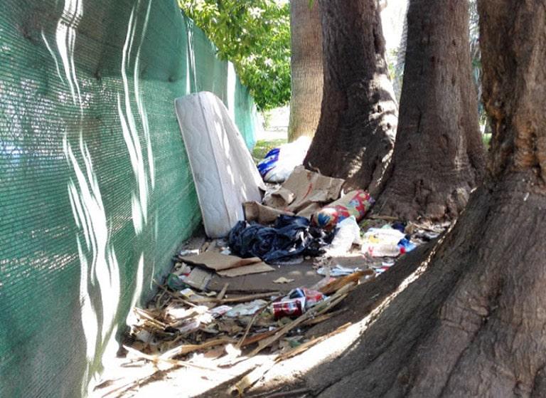 Suciedad y basura en los parques de la ciudad de Valencia.