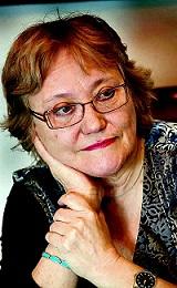 Isabel-Clara Simó, escritora, nació en Alcoi, Alicante (Comunidad Valenciana) en 1943.