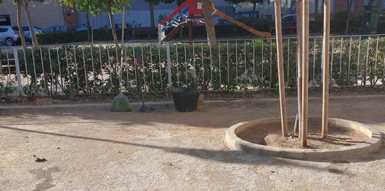 PIPI-CANES  peligros encubiertos, llenos de excrementos y que los dueños de las  mascotas  en  València no recogen.