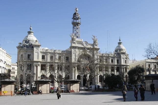 El Edificio de Correos o Palacio de correos y telégrafos de Valencia es un edificio situado en la plaza del Ayuntamiento. Fue construido entre 1915 y 1922 e inaugurado en 1923.