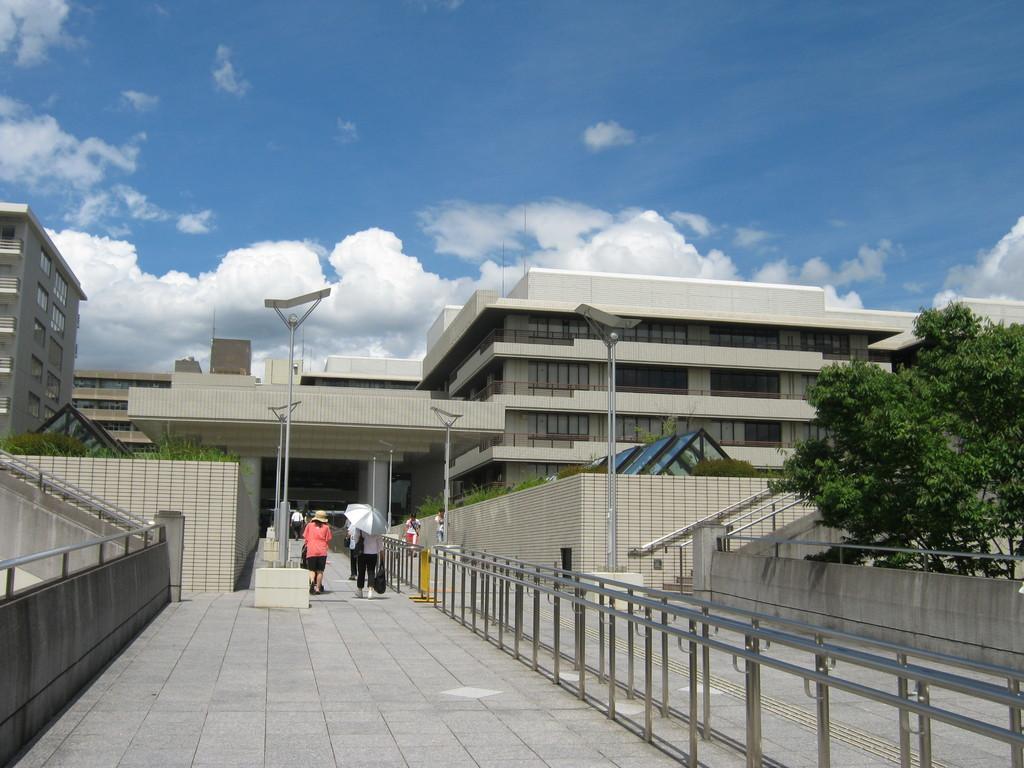 京大病院正面。Kyoto university  hospital