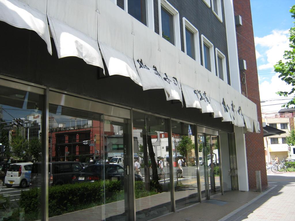 """「かぎや政秋」私の好きなのは""""ときわ木""""です。famous Japanese snack """"Tokiwagi"""" shop"""