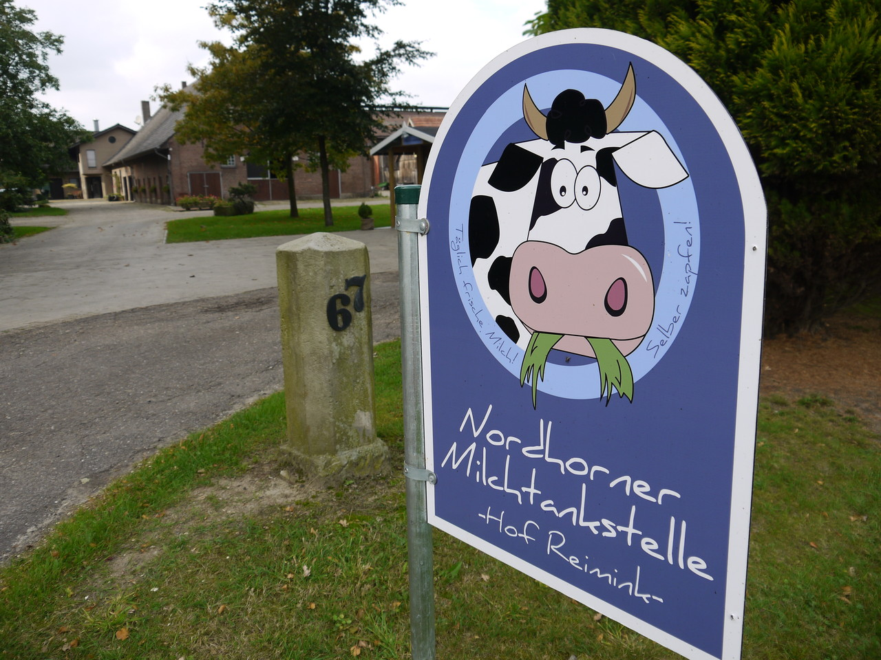 Klar erkennbar: Hier gehts zur Nordhorner Milchtankstelle - an der Wietmarscher Straße 67!