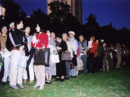 開場4時間前から何十人もの方が並びはじめ、最終的に2500人以上の方が来場。