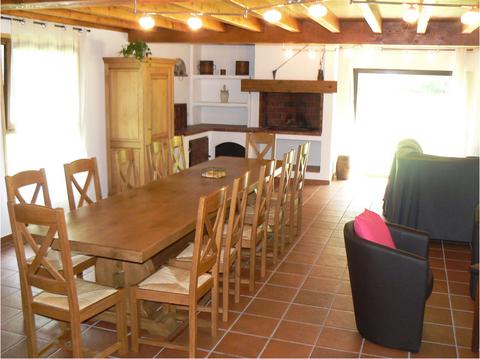 La salle-à-manger et la cheminée