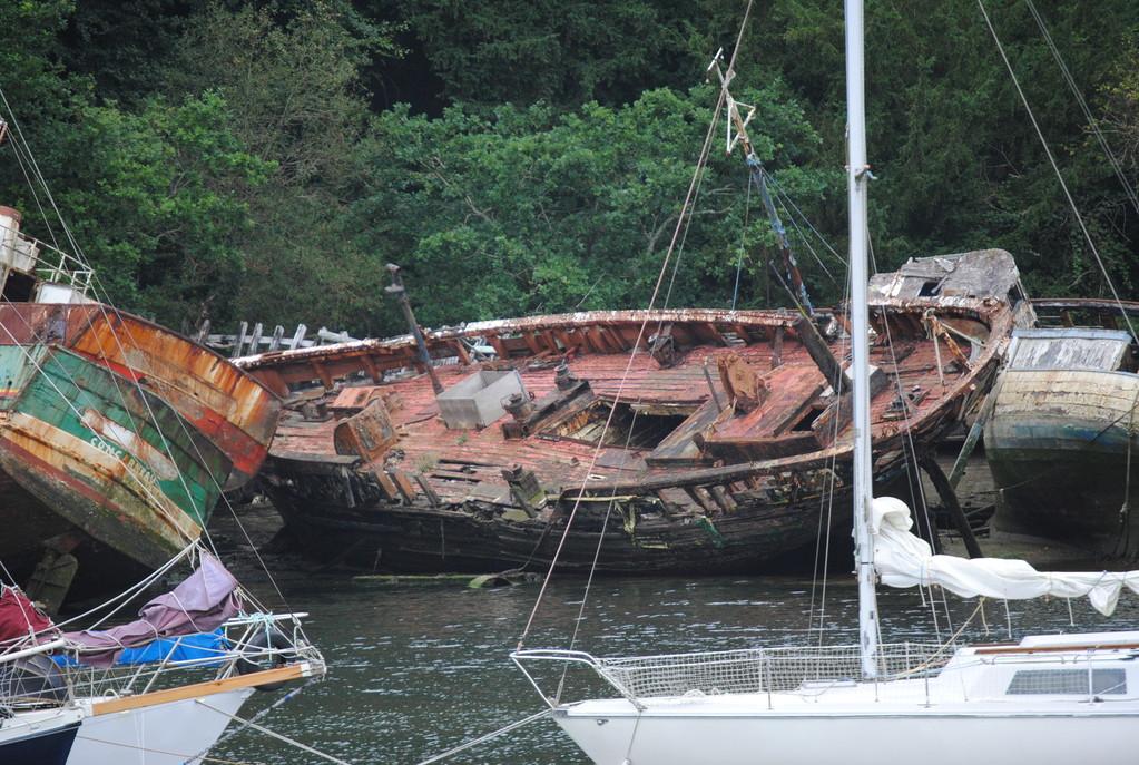alte Schiffe im Hafen Audierne