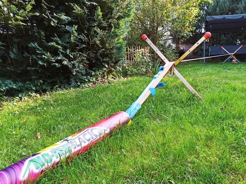 Bewertung 2021-09-13: Wir sind super glücklich mit dem Set. Die Kinder lieben die Slack im Garten und auch für Besuch ist sie ein guter Magnet ;-) Da wir keine Bäume (...) haben, war das die perfekte Lösung. Und die Anker halten echt bombenfest...