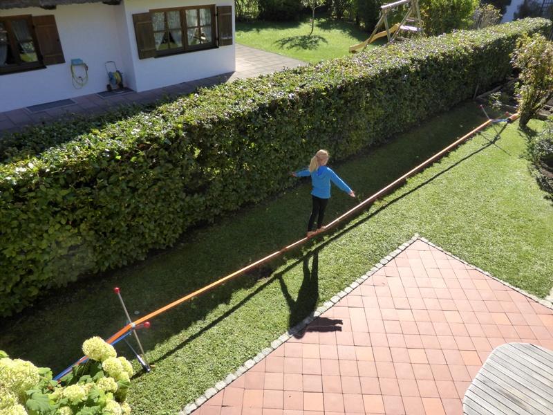 Bewertung 2018-10-05: Wir haben uns schon lange eine Slackline gewünscht, fanden aber keine Möglichkeit, sie zu fixieren und wollten keinen Beton im Garten. Mit dieser perfekten Lösung sind wir jetzt sehr glücklich. Drei Generationen üben fleißig und ...