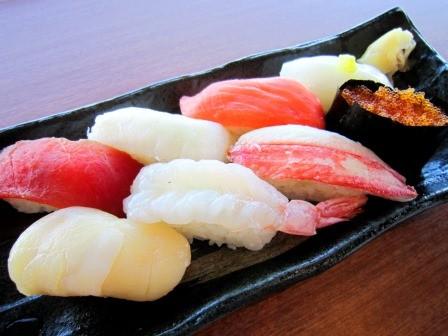 メインディッシュは一品選択制。ボクはお寿司を選んだよ~♫