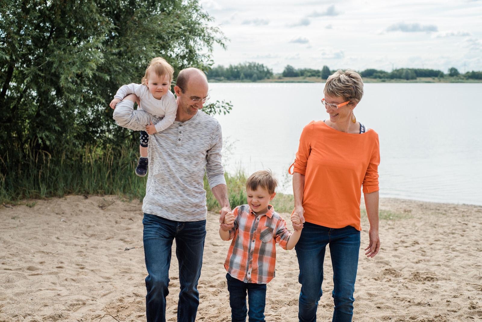 Familienfotoshooting bei Leipzig am Schladitzer See, Familienfotografie in Leipzig, Markkleeberg und Halle, Familienfotos