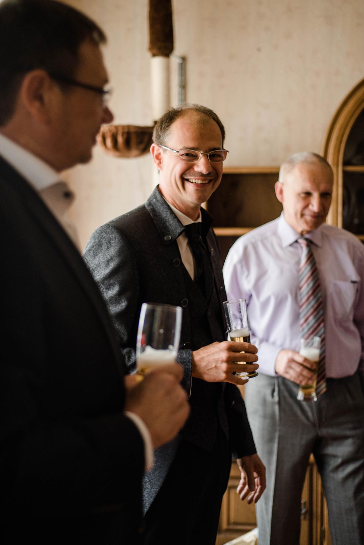 Hochzeitsfotograf in Dessau und emotionale Hochzeitsfotos beim Getting Ready