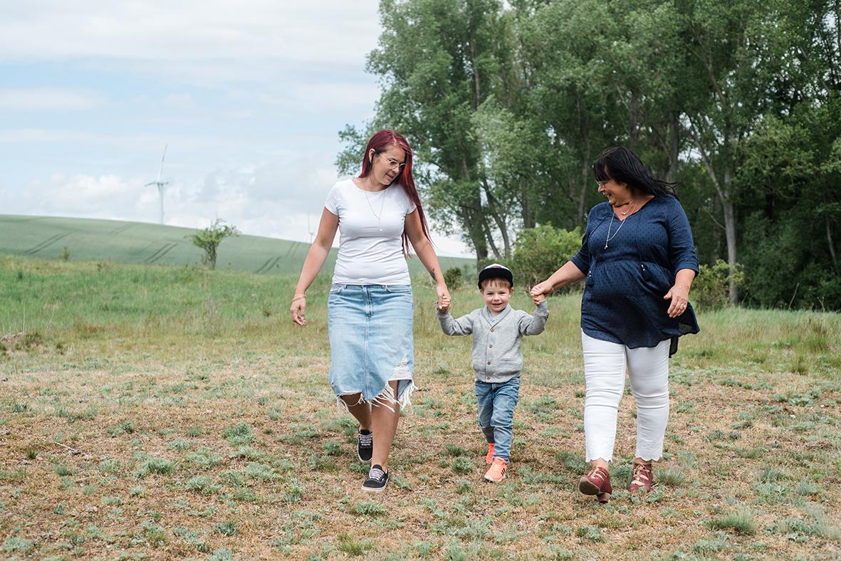 Lebendige Familienfotos in Hettstedt bei Lutherstadt Eisleben mit Fotograf für Familien aus Leipzig