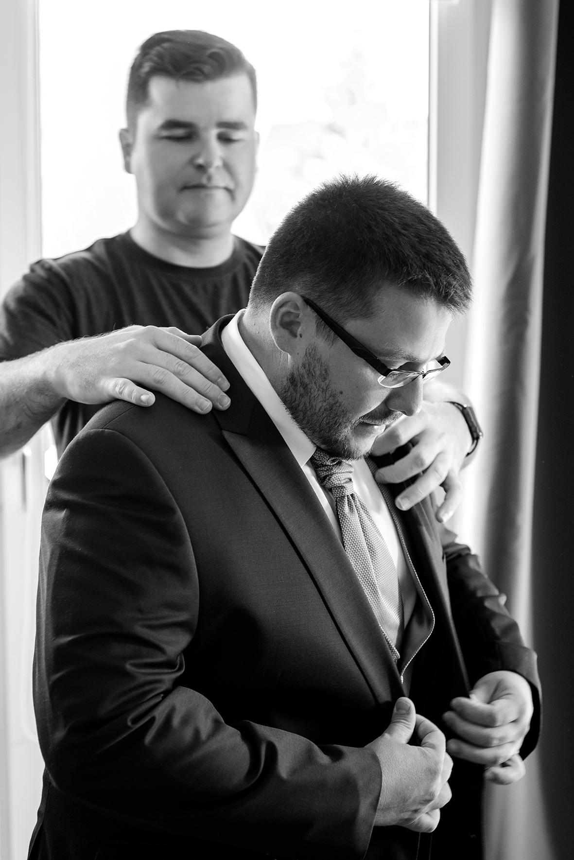 Hochzeitsfotograf in Dresden und emotionale Hochzeitsfotos beim Getting Ready