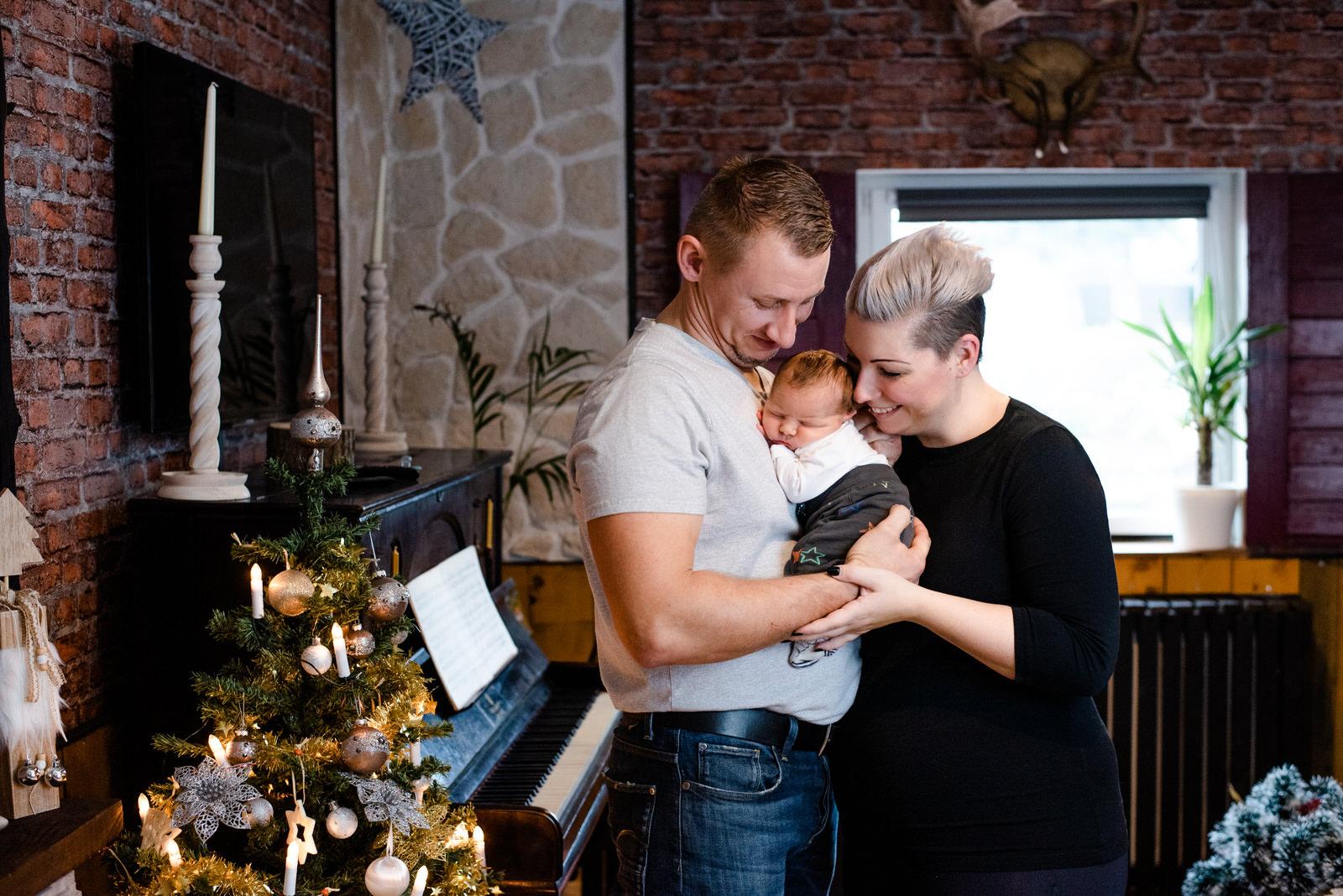 Vertraute Neugeborenenfotos bei euch zuhause in Leipzig - Neugeborenen Shooting in der Nähe von Leipzig, Markkleeberg, Zwenkau, Halle und Borna