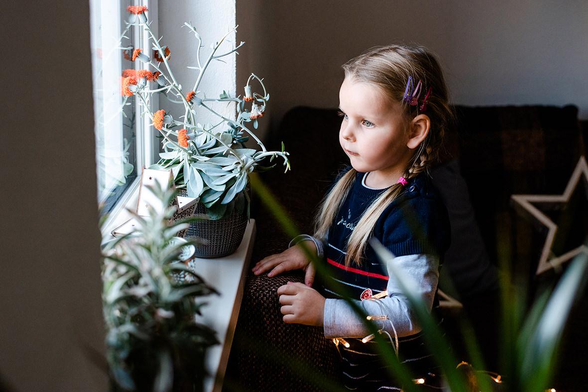 Kinderfotos & Familienfotos in Leipzig, Markkleeberg und Borna - Familienshooting zuhause im Winter