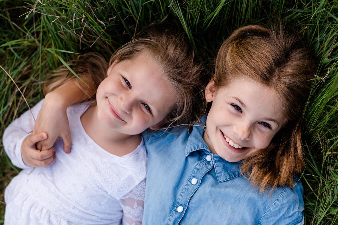 Lebendiges Kinder Fotoshooting im Leipziger Land - Familienfotoshooting mit Kinderfotos zwischen Leipzig, Markkleeberg und Borna