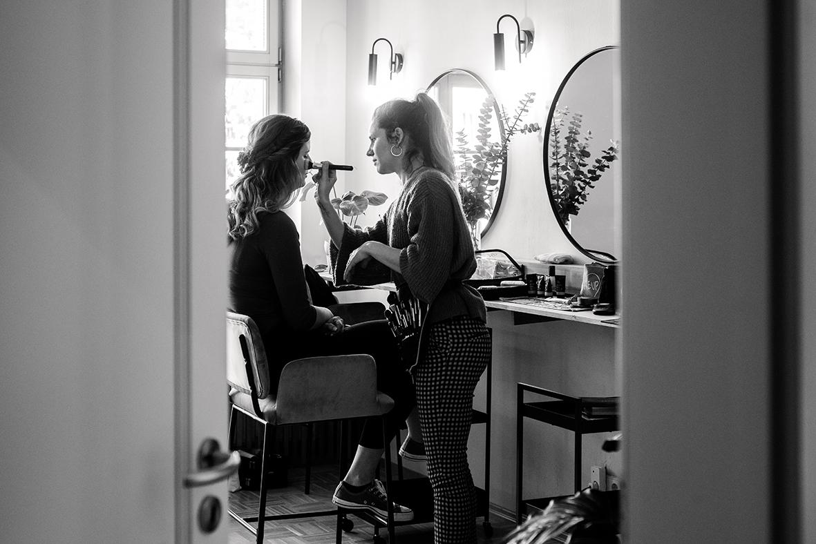 Hochzeitsfotograf in Leipzig und emotionale Hochzeitsfotos beim Getting Ready