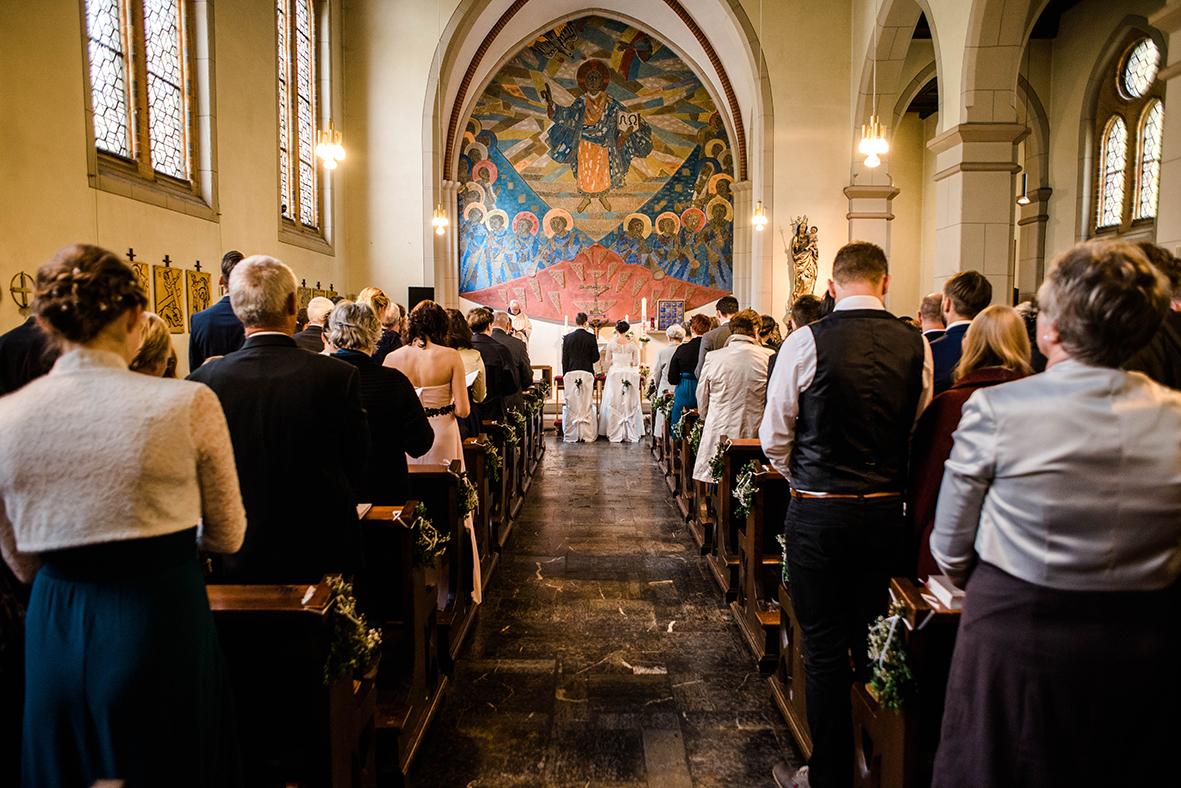Kirchlich Heiraten in Halle mit Hochzeit in Kirche und Hochzeitsfotograf aus Leipzig