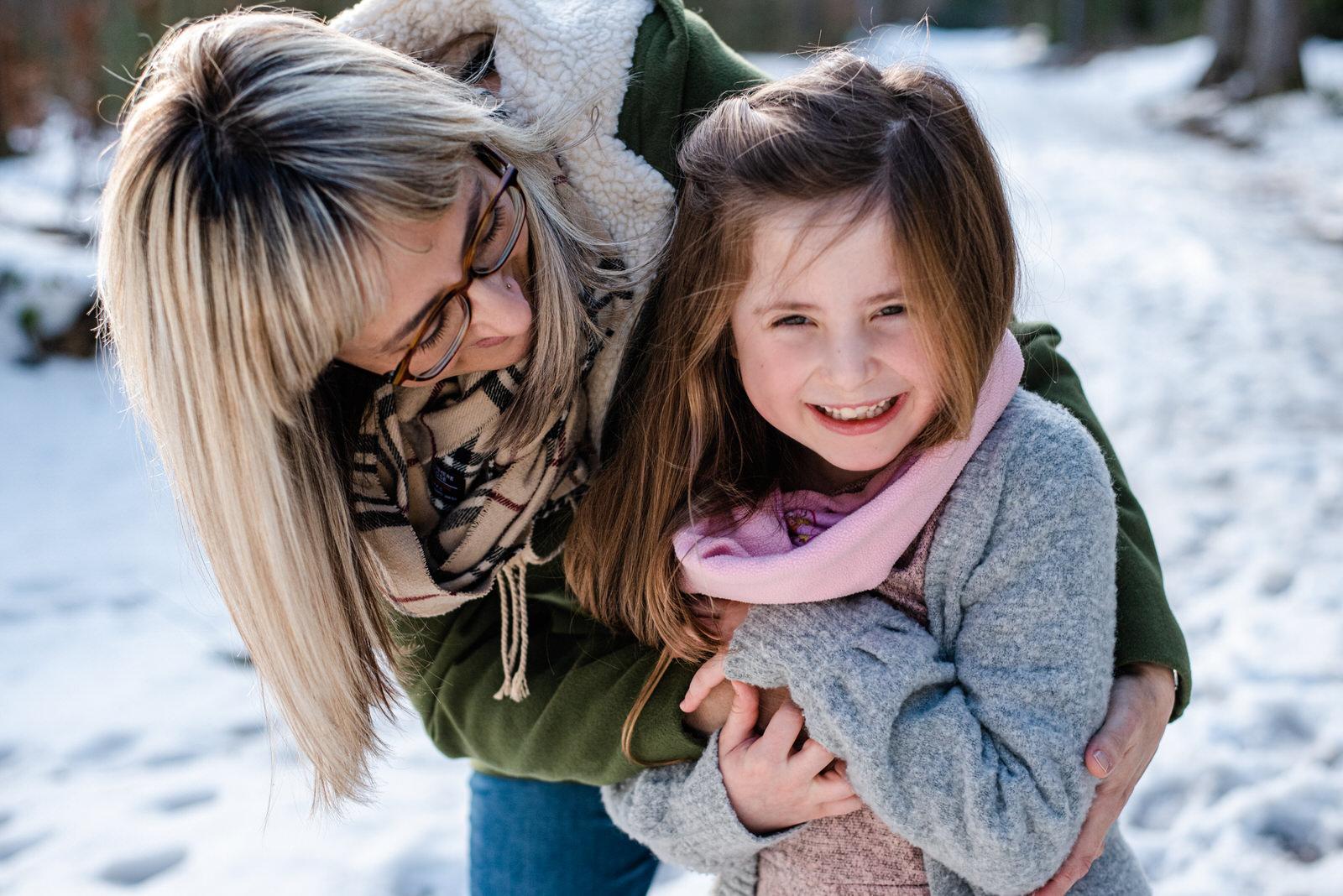 Abenteuerliche Kinderfotos im Schnee - Ein Kinder Fotoshooting im Winter mitten in Sachsen