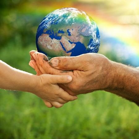 Die Welt in Händen (Clipdealer)