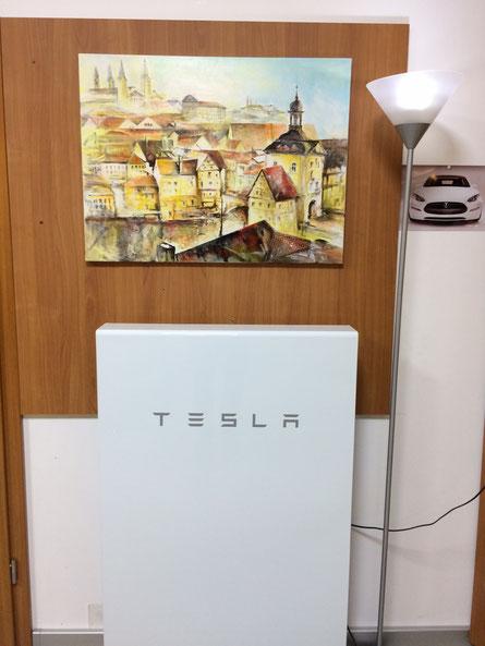 TESLA Powerwall im Wohnzimmer