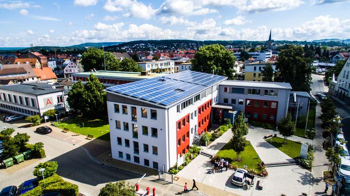 Photovoltaikanlage auf dem Landratsamt Forchheim © iKratos