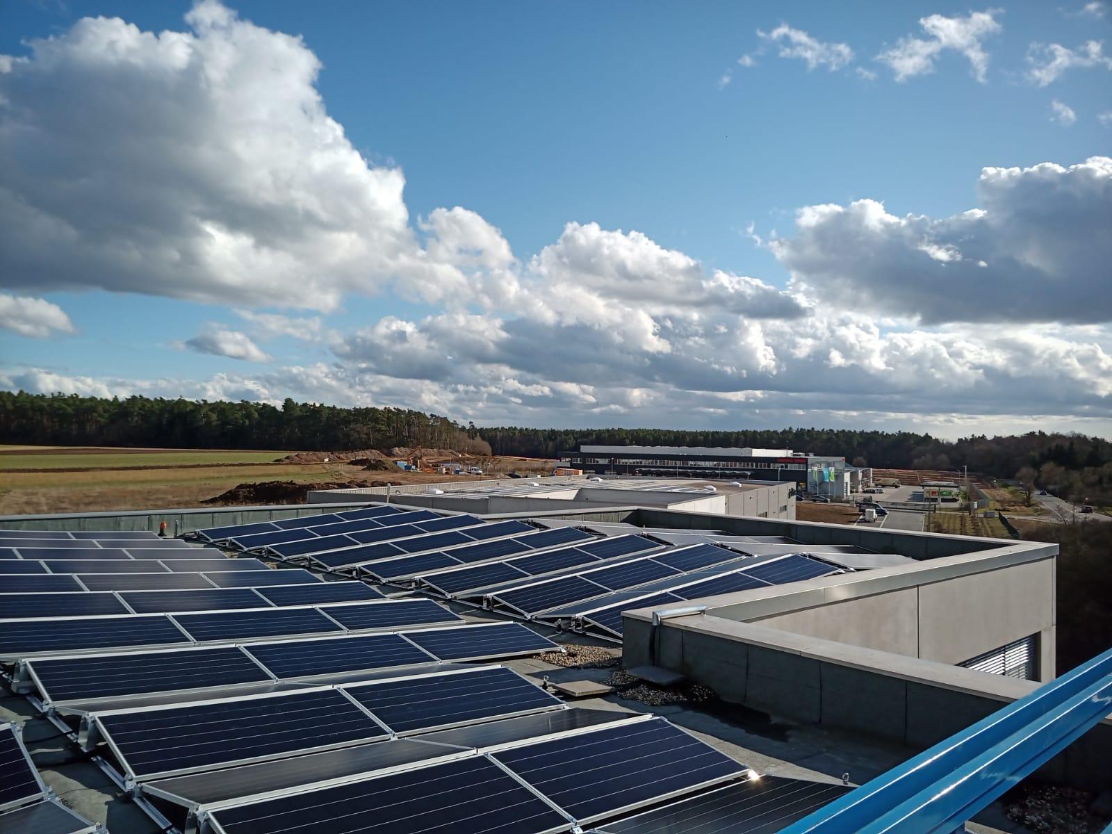 Photovoltaik für Industrie - Referenzanlage Alfatec GmbH & Co. KG Rednitzhembach