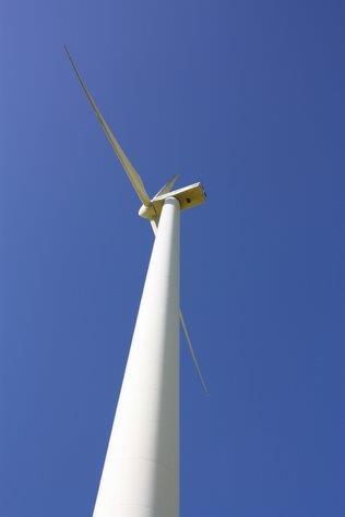 Windkraft macht Strom fuer Haeuser