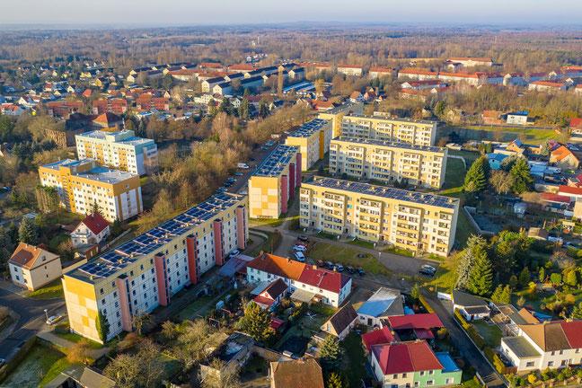 Photovoltaikanlagen auf Mehrfamilienhäusern © Pixabay.de