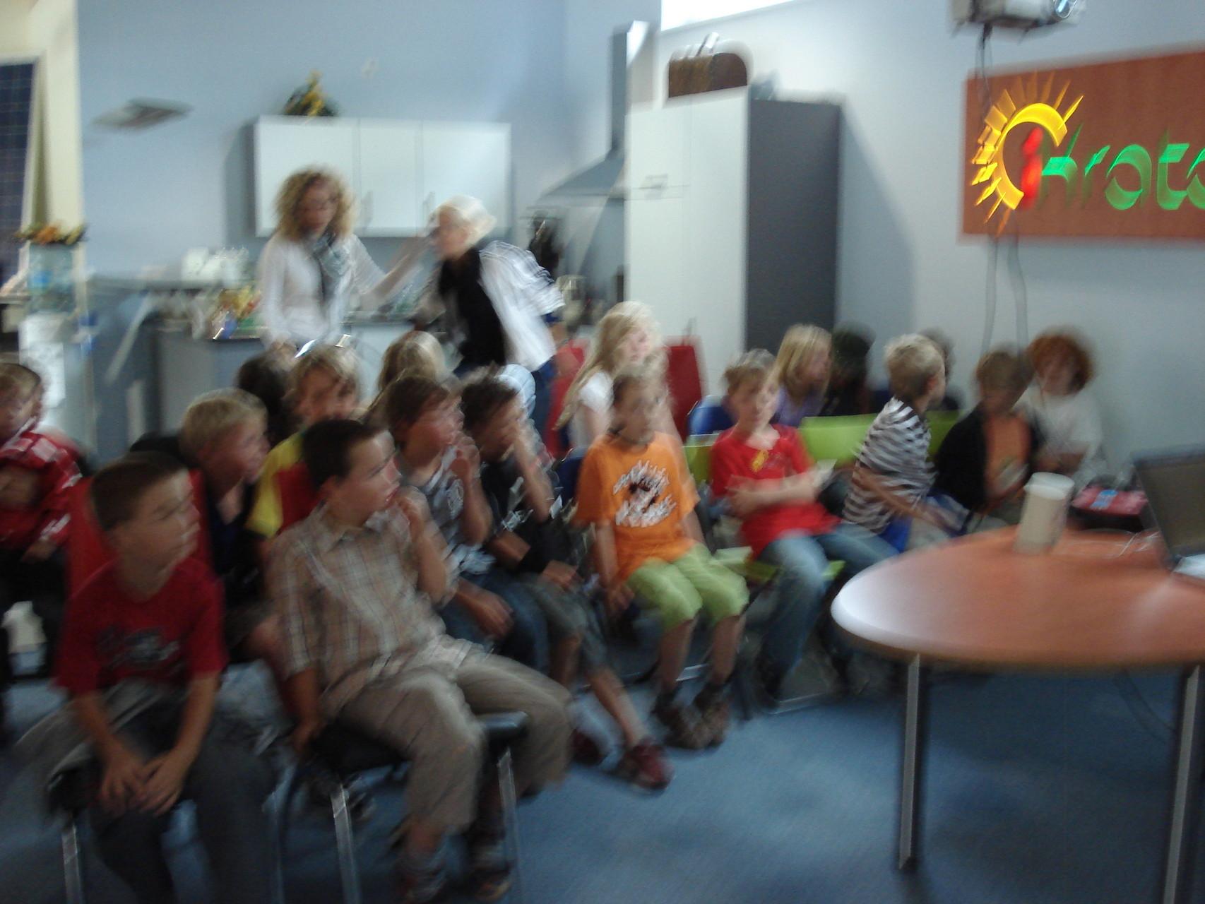 Kinder und Erwachsene mit Entertainment
