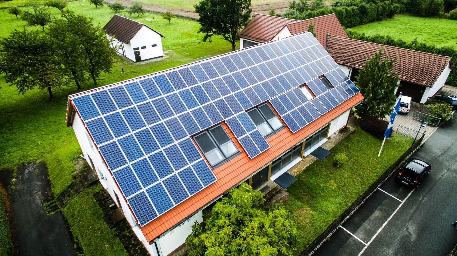 photovoltaik solar speicher solaranlagen photovoltaik. Black Bedroom Furniture Sets. Home Design Ideas