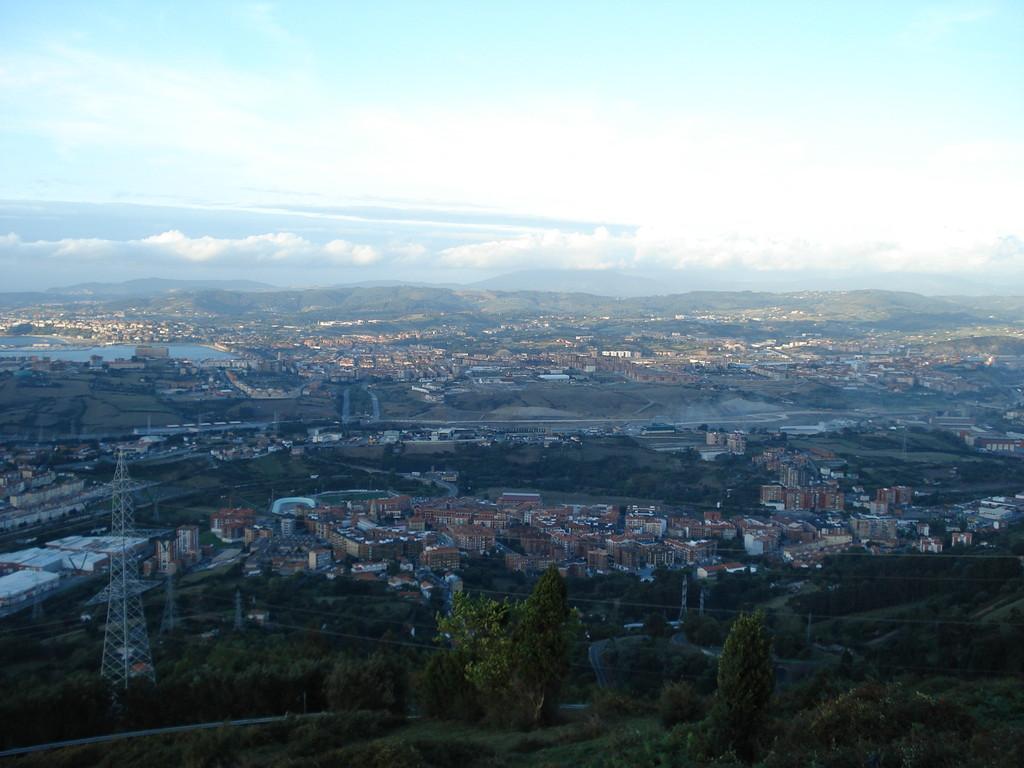 Wenn man z. B. Richtung Begona fährt, hat man einen weiten Blick über Bilbao