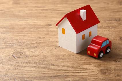 住宅と車の模型