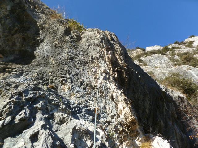 Zweite Länge: steiler und glatter als sie aussieht und am Anfang auch brüchig - hier purzelte der Italiener