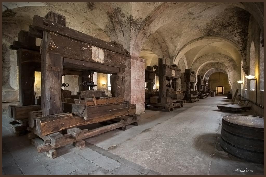 Alte Weinpressen im Kloster Eberbach/Rheingau