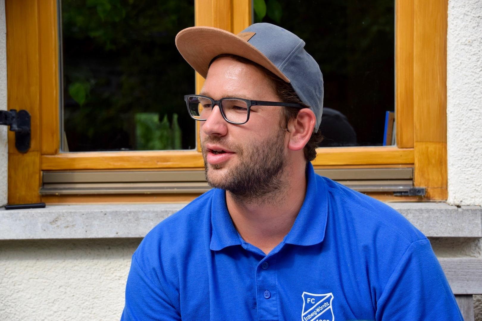 Gesellige Runde: Der nun Ex-Trainer des FC Erzberg-Wörnitz lud die Presseabteilung zu sich nach Hause für ein ausgiebiges Interview ein. Wir präsentieren euch heute den ersten Teil des Interviews. Am Sonntag folgt Teil 2.