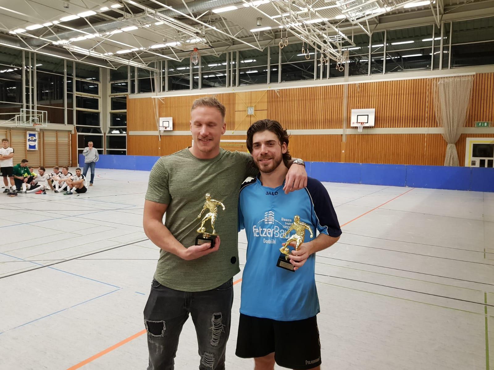 24.01.2019 - Mitternachtsturnier SV Meinhardswinden - FC Erzberg-Wörnitz - Marc Suttor und Maximilian Eul erhalten die Auszeichnung als bester Torschütze