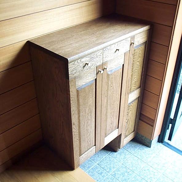 ナラ無垢材のクラシカルな下駄箱(清川村・S様邸)