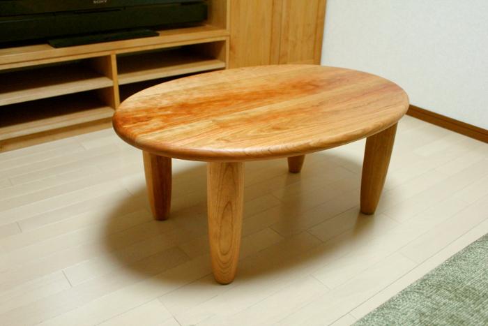 楕円形のセンターテーブル