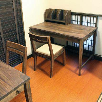 ウォールナットのシンプル学習机(桜川市・K様邸)